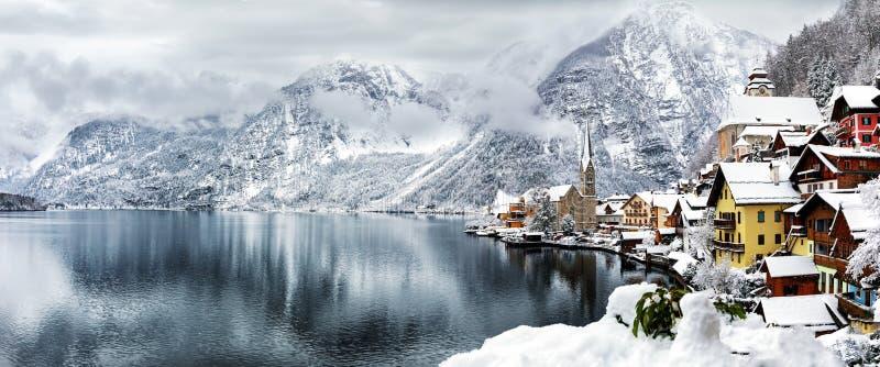 Hallstatt,冬时的奥地利村庄  免版税库存照片