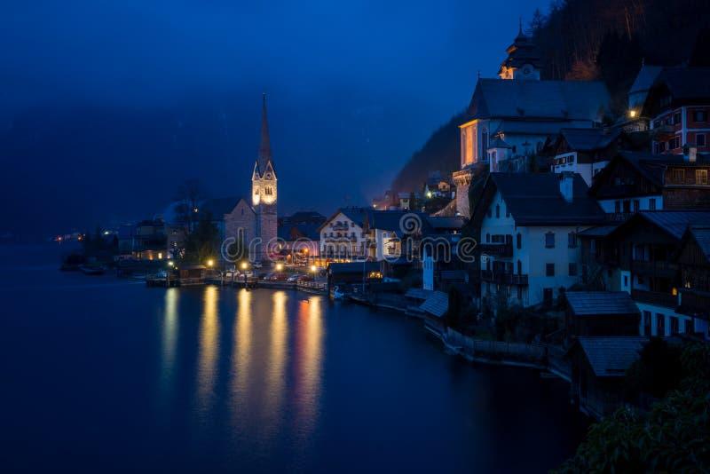 Hallstatt, Austria en la noche fotografía de archivo libre de regalías