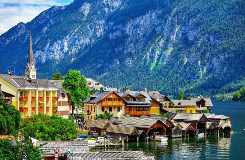 Hallstatt na paisagem cênico de Áustria dos cumes das montanhas fotos de stock