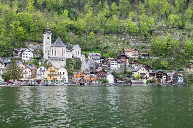 Hallstatt por Salzburg, Áustria, villag de madeira austríaco tradicional imagens de stock royalty free