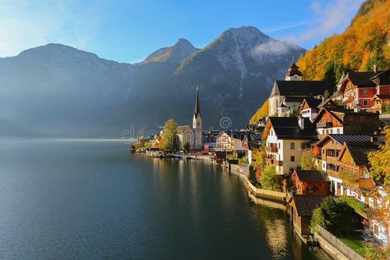 Hallstatt voient le lac et la vieille ville en Autriche photographie stock libre de droits