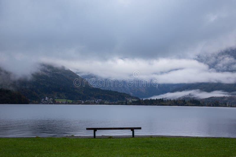 Hallstatter在奥地利看见山湖 库存照片