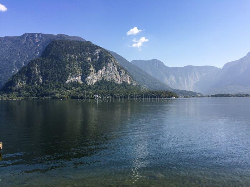Hallstatter видит/Австрия - 14-ое сентября 2016: взгляд над озером стоковые изображения
