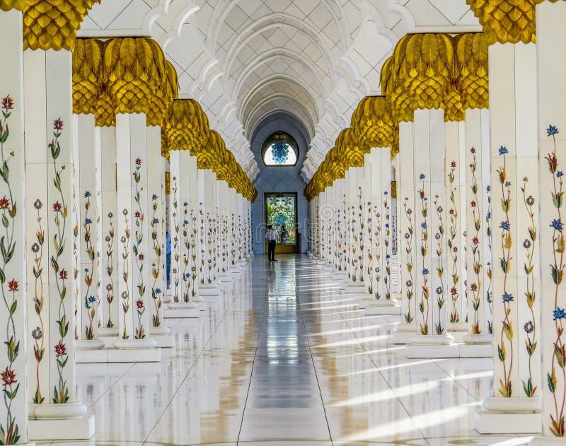 Hallway, grande mosquée Sheikh Zayed à Abu Dhabi, Émirats arabes unis photos stock