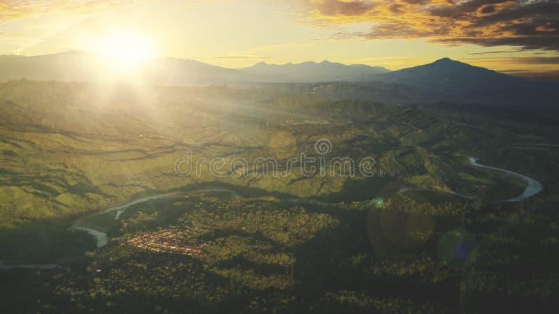 Halna dolina podczas wschodu słońca obraz royalty free