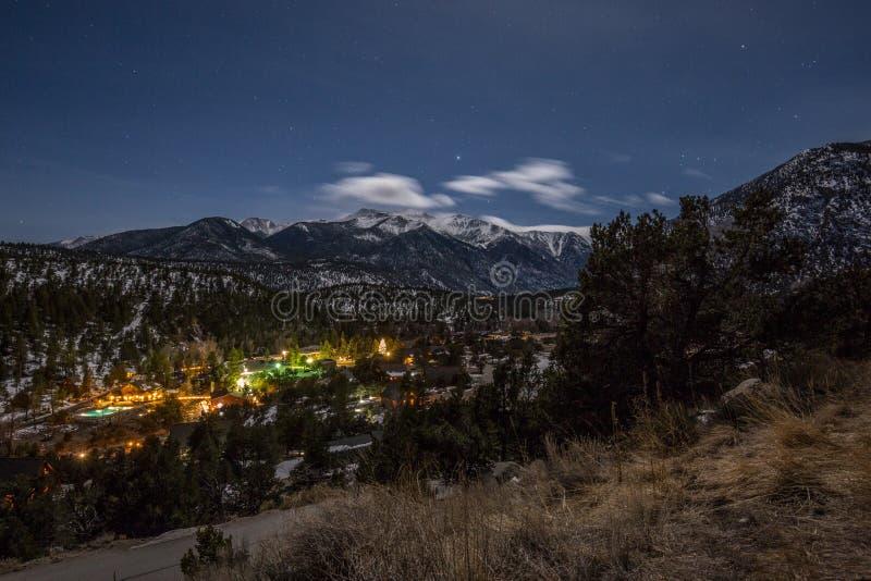 Halna dolina w blasku księżyca obraz stock