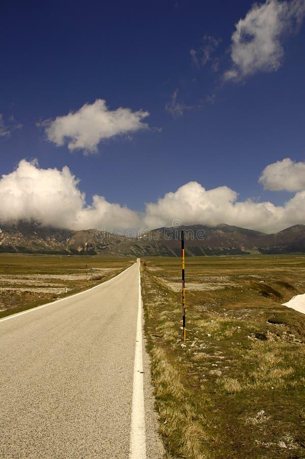 Download Halna droga zdjęcie stock. Obraz złożonej z pustkowie, śnieg - 34862