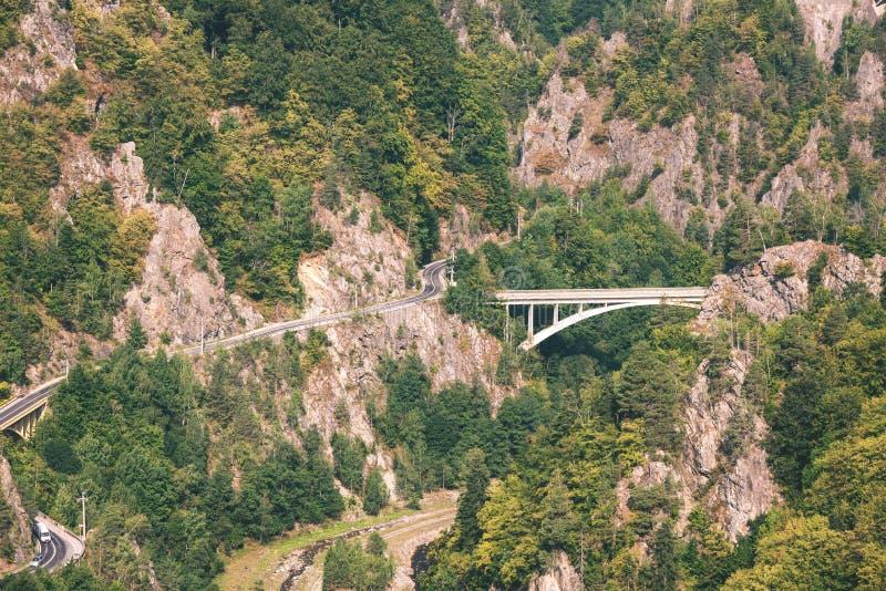 halna droga i most w lesie - rocznik retro obrazy royalty free