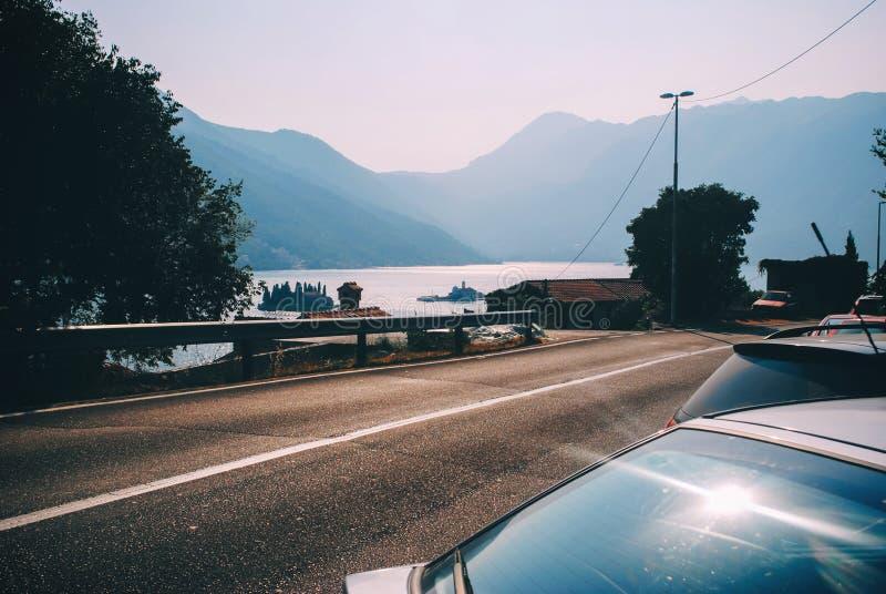 Halna droga z błękitnym morzem brzegowy Adriatic morze zdjęcia stock