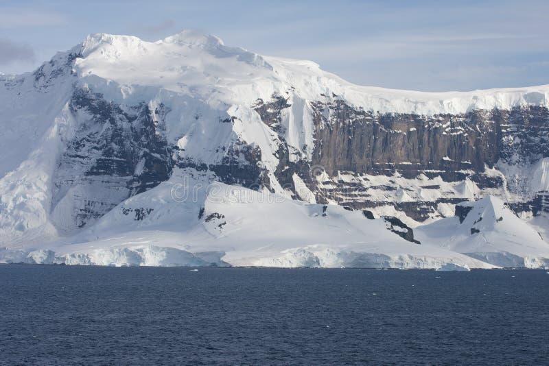 Halna grań przy góry lodowa aleją zdjęcie stock