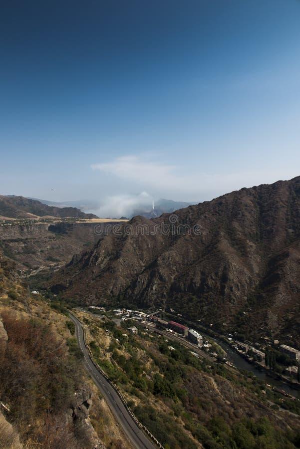 Halna panorama od terenu Alaverdi w Armenia zdjęcia royalty free