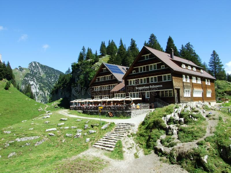 Halna restauracja Bollenwees blisko alp jeziora Fahlensee lub Berggasthaus obrazy stock