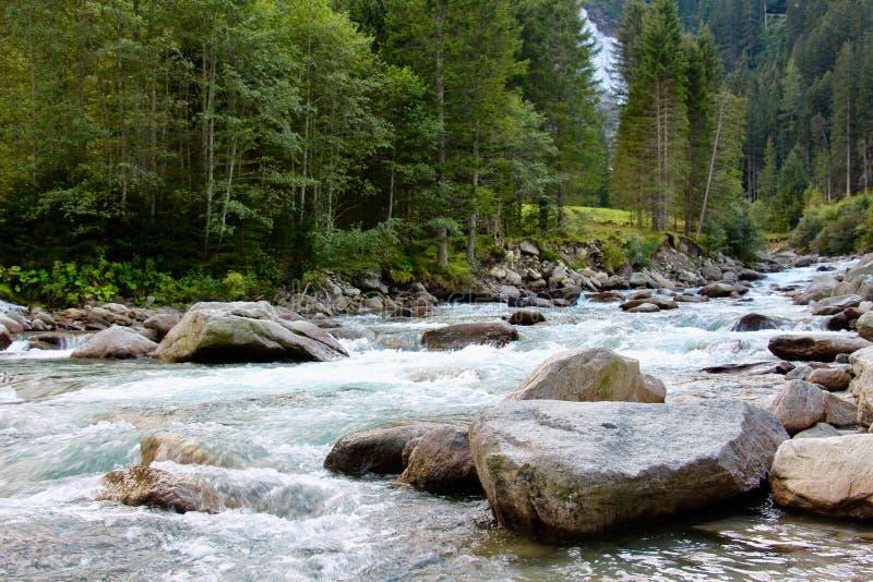 Halna rzeka I kamienie obrazy royalty free