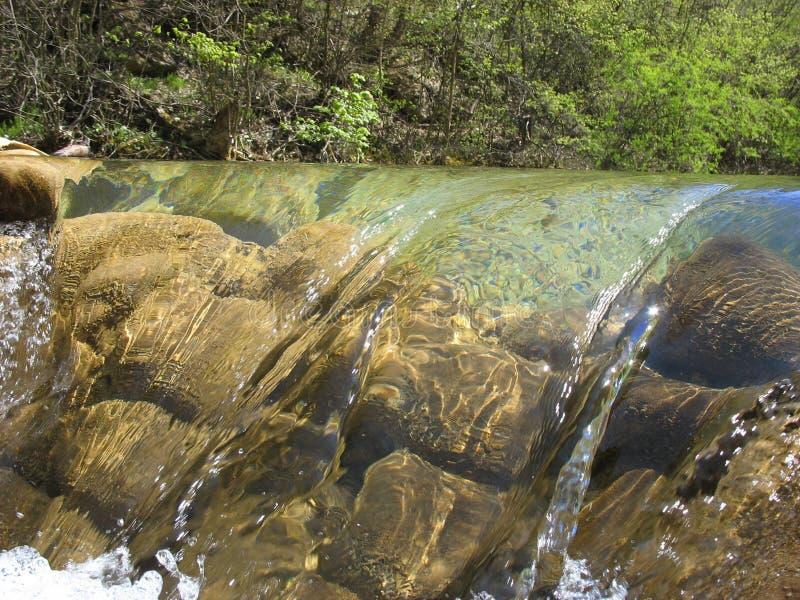 Halna rzeka w wiośnie zdjęcie stock