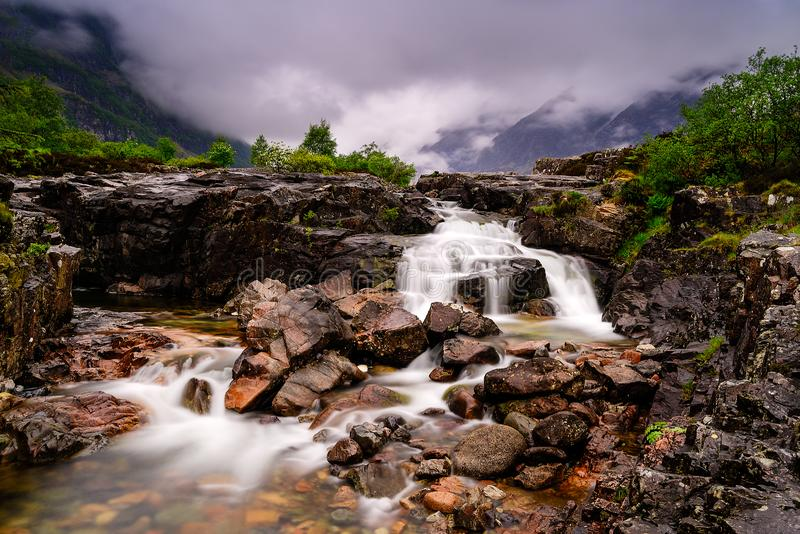 Halna siklawa od Glencoe doliny w Szkocja obrazy stock