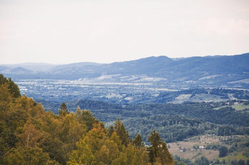 Halnej jesieni wioski dolinny krajobraz obrazy royalty free