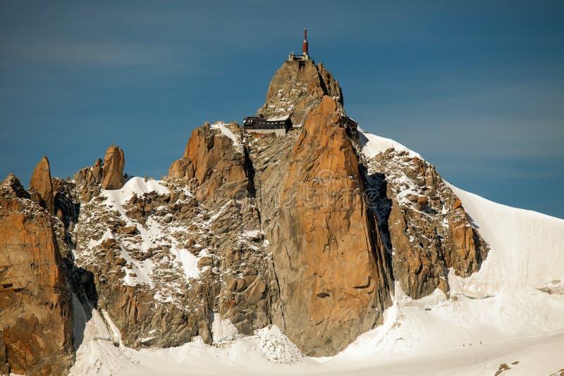 Halni szczyty, śnieg i lodowowie blisko Mont Blanc, włoszczyzny strona obraz stock