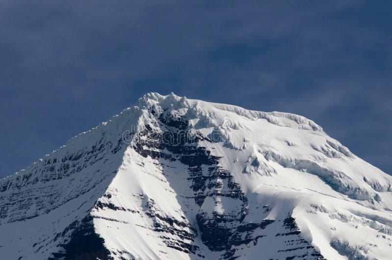 Halni szczyty i śnieg nakrętki zdjęcie stock