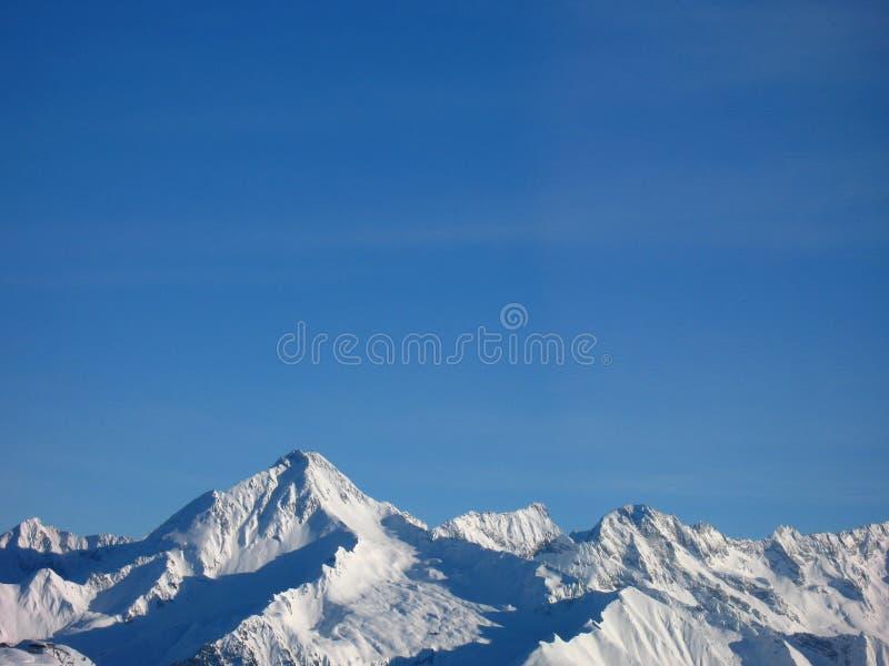 Halni szczyty w śniegu obrazy stock