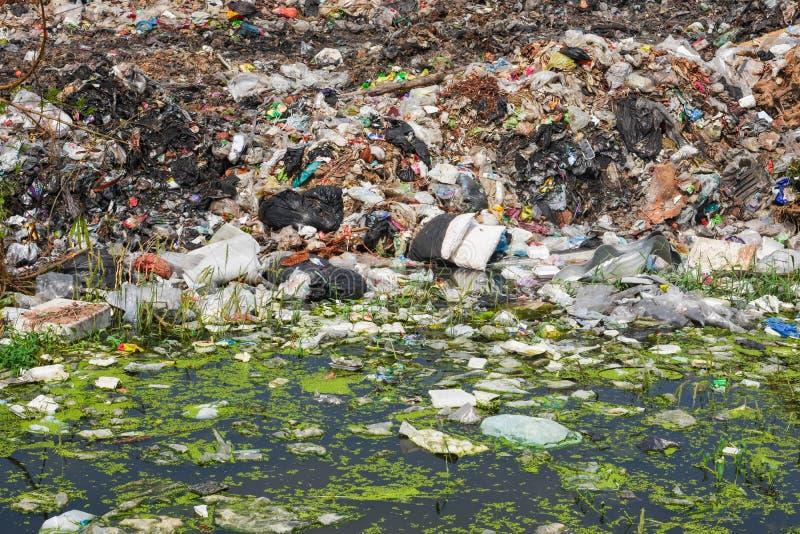 Halny śmieci, wielki śmieci stos, zdjęcie royalty free