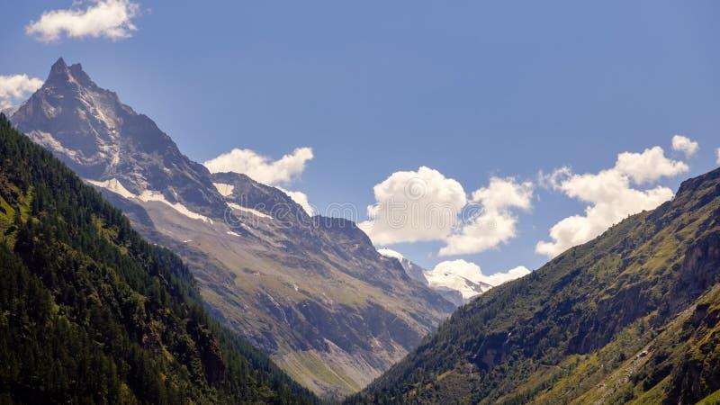 Halny Besso w Val d «Anniviers, Szwajcaria zdjęcie stock