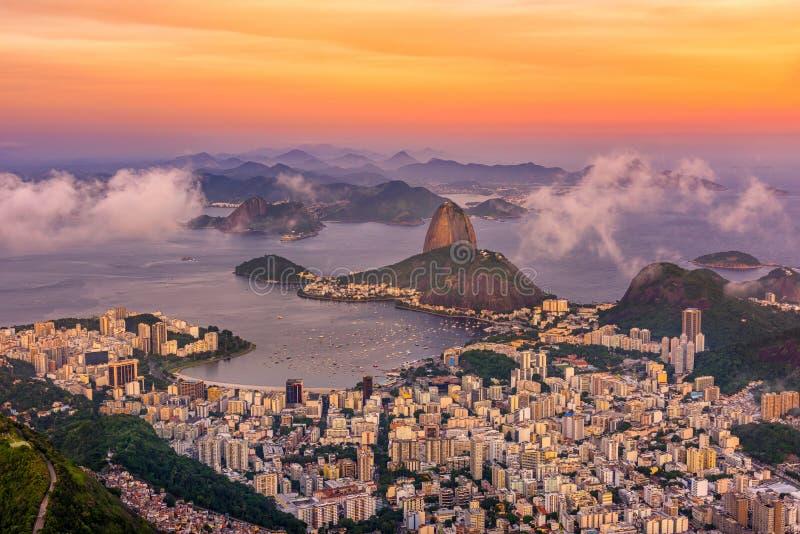 Halny Botafogo w Rio De Janeiro przy zmierzchem i Sugarloaf, obrazy stock