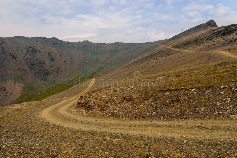 Halny drogowy dolinny niebo zdjęcie stock