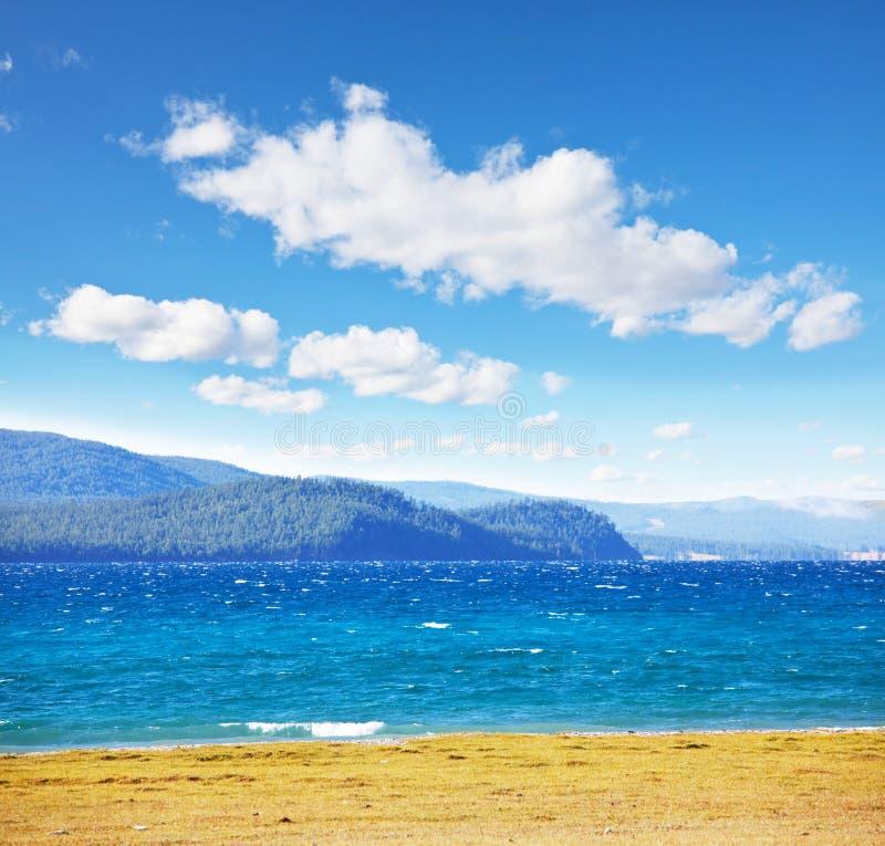 Halny jeziorny Hubsugul zdjęcie stock
