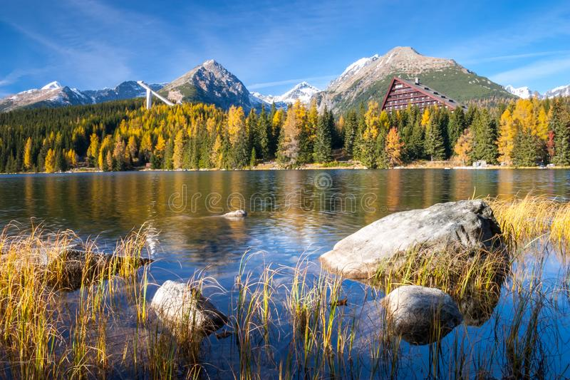 Halny jeziorny Strbske pleso, Wysoki Tatras, Sistani fotografia stock
