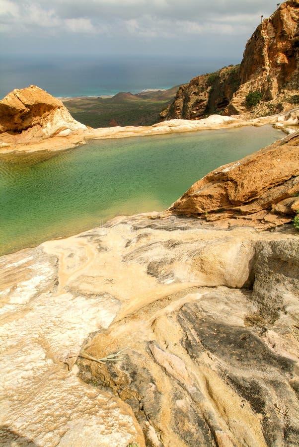 Halny jezioro Homhil na wyspie Socotra obrazy stock