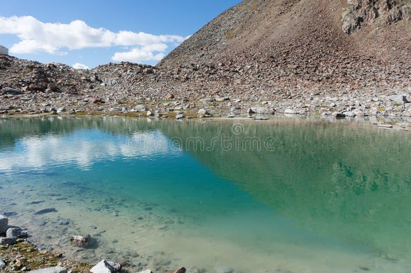 Halny jezioro krajobraz w Europa Tyrol Alps podróżuje zdjęcia stock