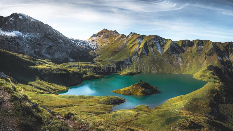 Halny jezioro w Bawarskich Alps obrazy stock