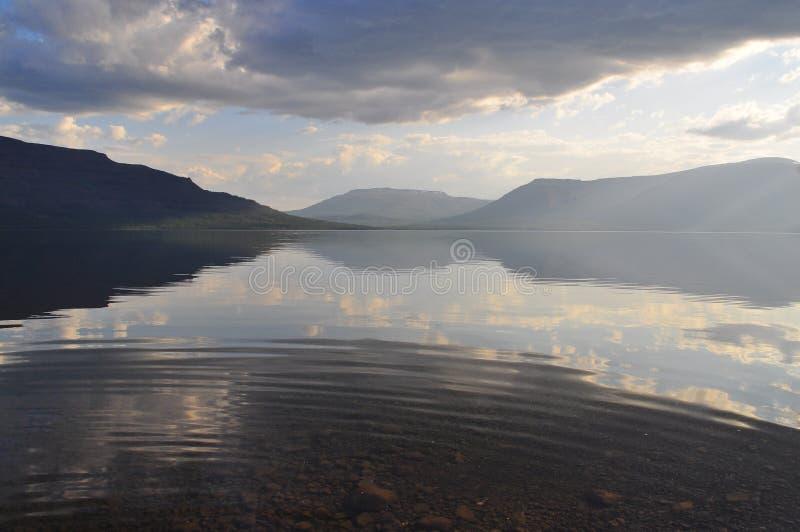 Halny jezioro w Putorana plateau zdjęcia royalty free