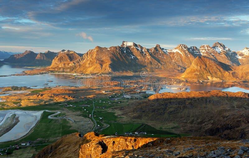 Halny Norway krajobraz - Lofoten zdjęcie stock
