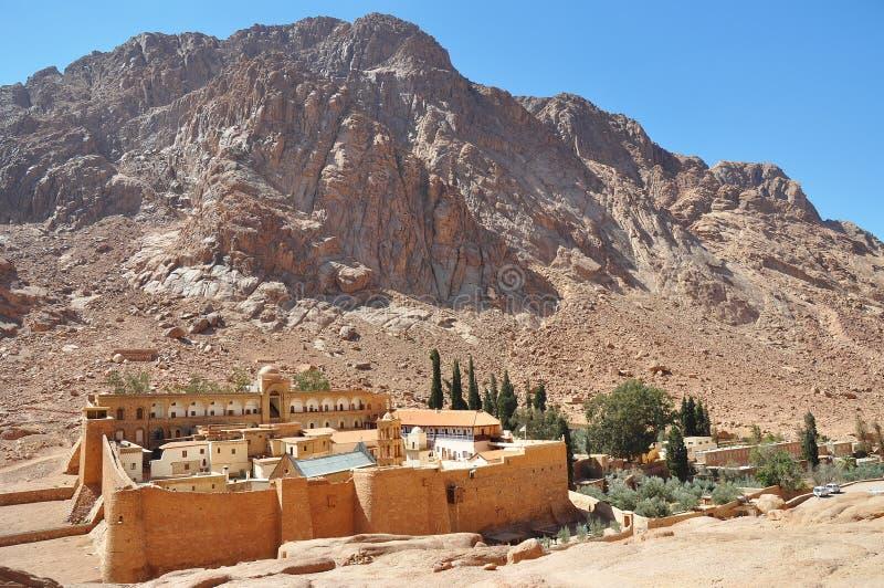 Halny przyklasztorny krajobraz Świętego Catherine monaster w półwysep synaj, Egipt obrazy stock