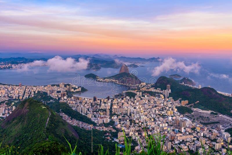 Halny Sugarloaf i Botafogo w Rio De Janeiro przy zmierzchem fotografia stock