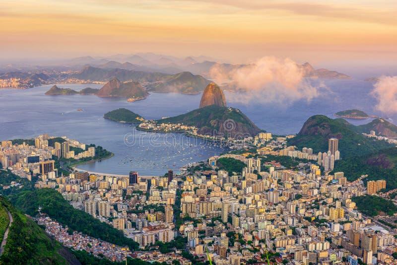 Halny Sugarloaf i Botafogo w Rio De Janeiro przy zmierzchem obraz stock