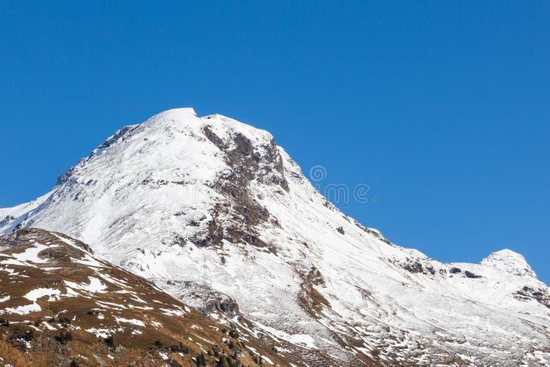 Halny szczyt przy alp zdjęcie stock