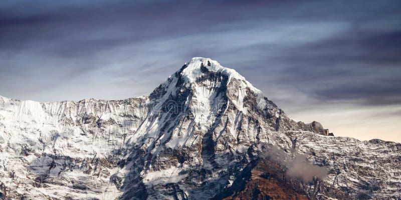 Halny szczyt w Annapurna południe rozciąga się, Nepal himalaje fotografia stock