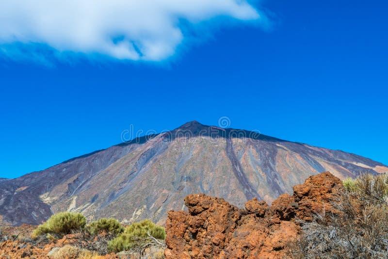 Halny Teide w Tenerife na słonecznym dniu z cieniem na t zdjęcia royalty free