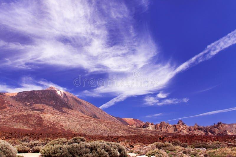 Halny Teide z niebieskim niebem i chmurami obrazy royalty free