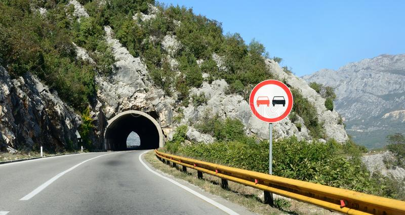 Halny tunel, wysoka sposób droga obraz stock