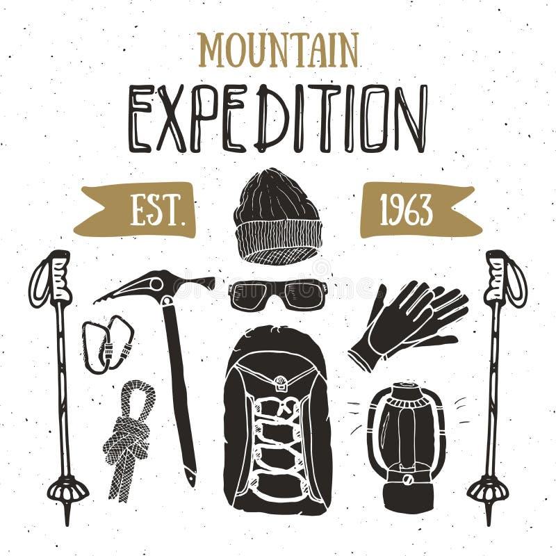 Halny wyprawa rocznika set Ręka rysujący nakreślenie elementy dla retro odznaka emblemata, plenerowej wycieczkuje przygody i góry ilustracji