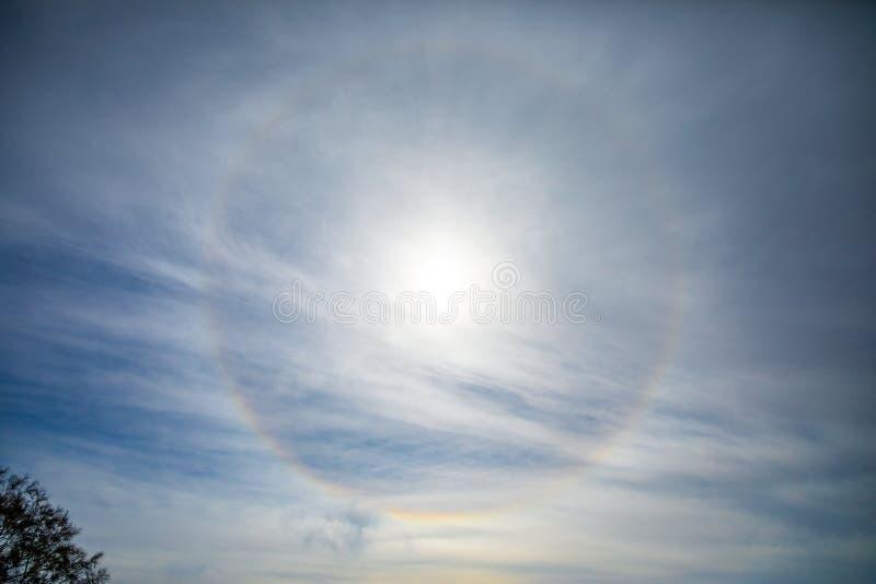 Halo de Sun do fenômeno natural, vista do vulcão de Etna, Sicília, Itália foto de stock royalty free