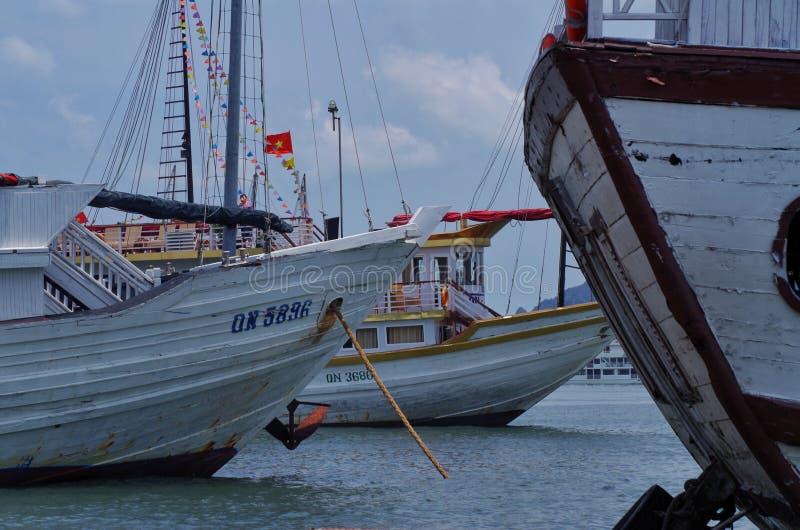 Halomg海湾小船 免版税库存图片