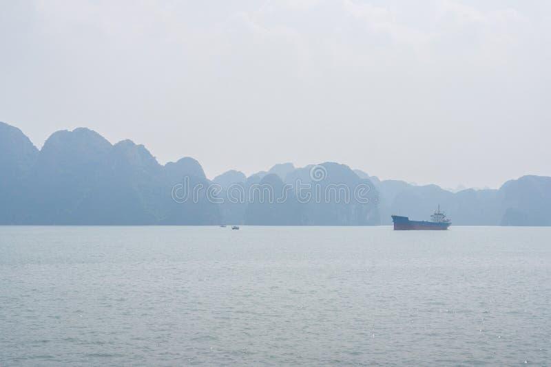 Halong zatoki widok, Wietnam obraz royalty free
