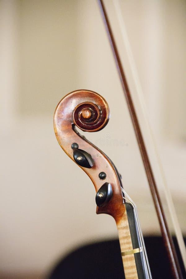 Hals av en fiol på en symfoni arkivbild