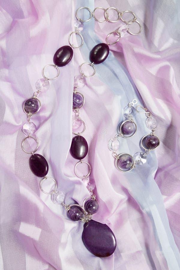 Halsband en armband stock afbeelding