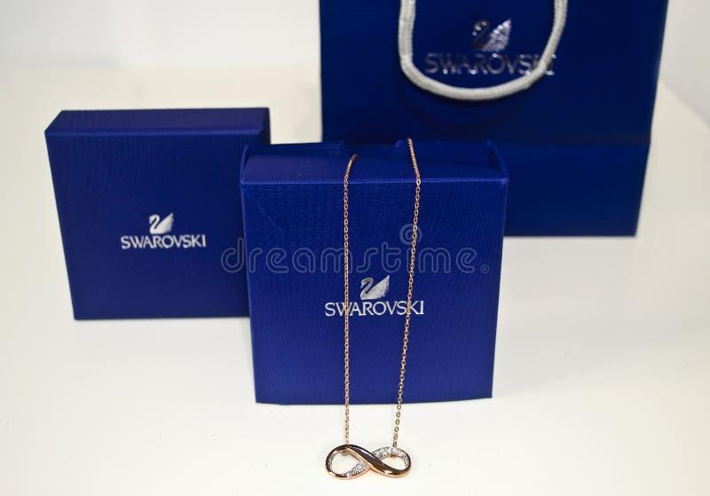Halsband för Swarovski bronsoändlighet royaltyfri bild