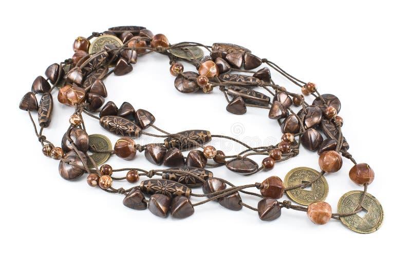 Halsband med läderremsor och keramik arkivfoton